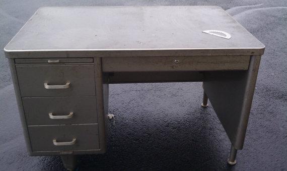 tanker-desk